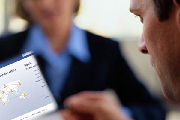A través de Internet y las redes sociales podemos buscar información de la empresa antes de la entrevista