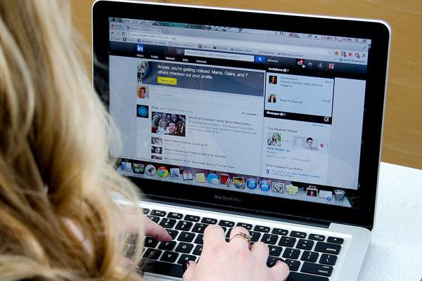 Las redes sociales pueden convertirse en un medio útil para contactar con empresas en las que podrías trabajar