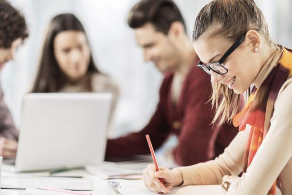 Aún siendo estudiantes podemos preparar un excelente curríuculum para buscar empleo