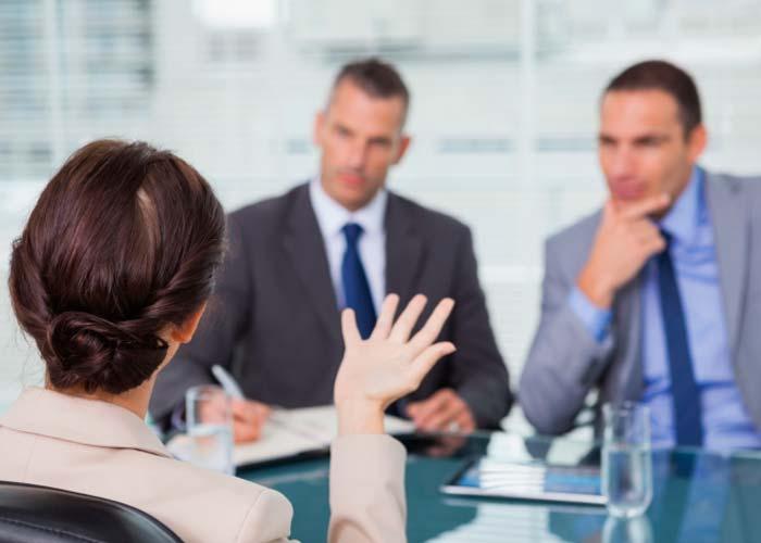 Hay que evitar hablar demasiado en una entrevista de trabajo